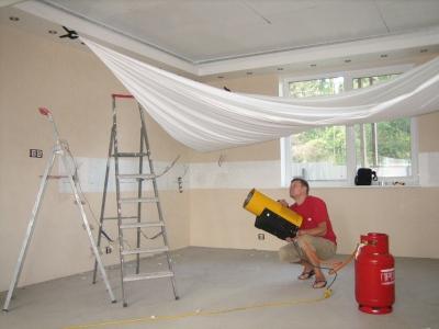 Использование натяжного потолка