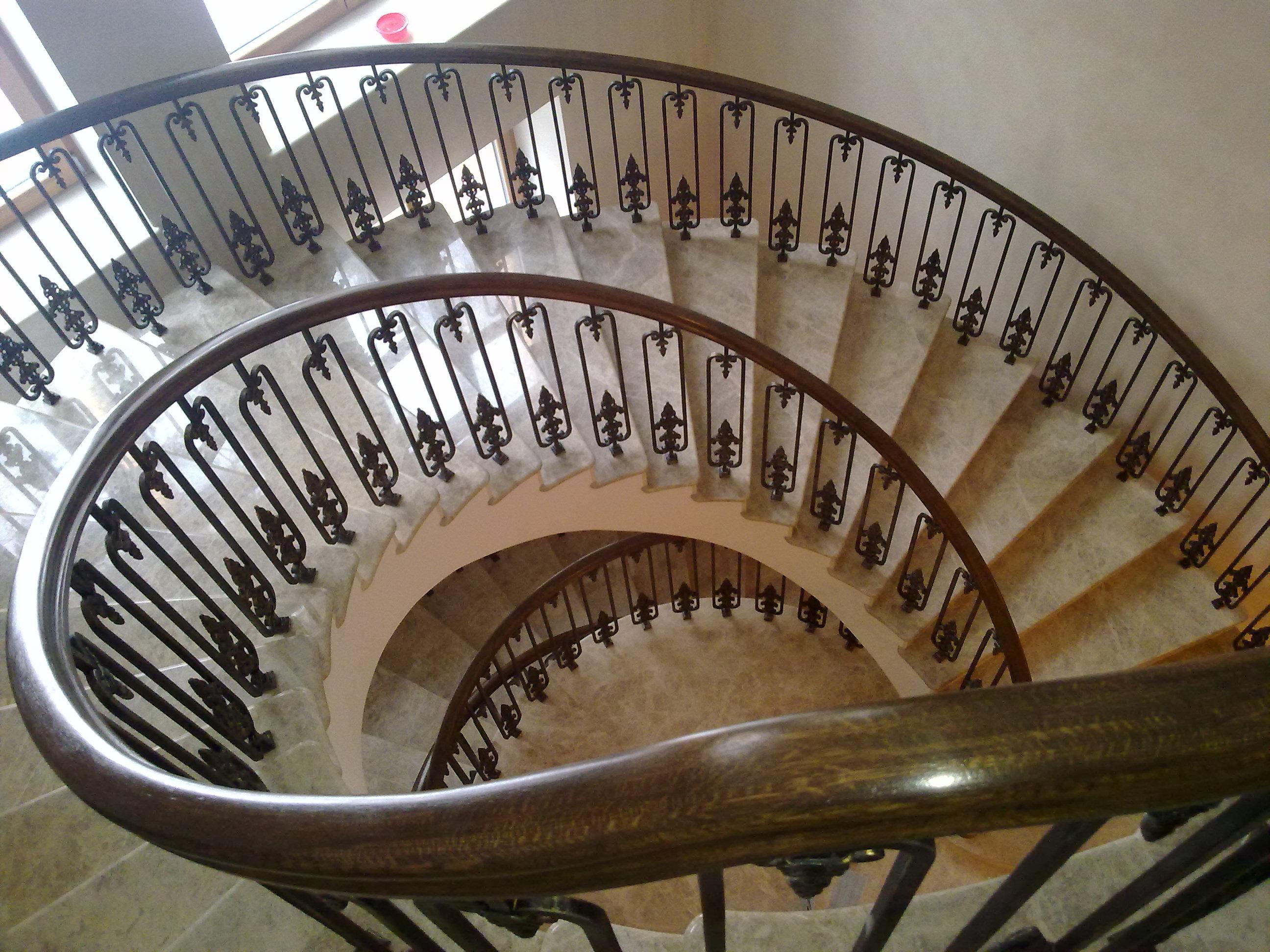 Кованые лестницы – это надежно и красиво